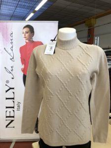 Stock Abbigliamento Donna composizione in pura lana merino taglie dalla M  alla XXL e rigorosamente etichettato ed imbustato singolarmente. 81a1fa81fb2