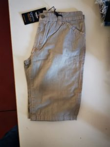 stock pantaloncini ragazzo